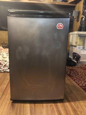 Igloo mini fridge for Sale in Tampa, FL