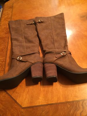 Woman's boots for Sale in Hyattsville, MD