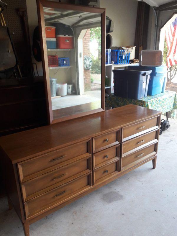 Dixie Mid Century 9 Drawer Dresser With