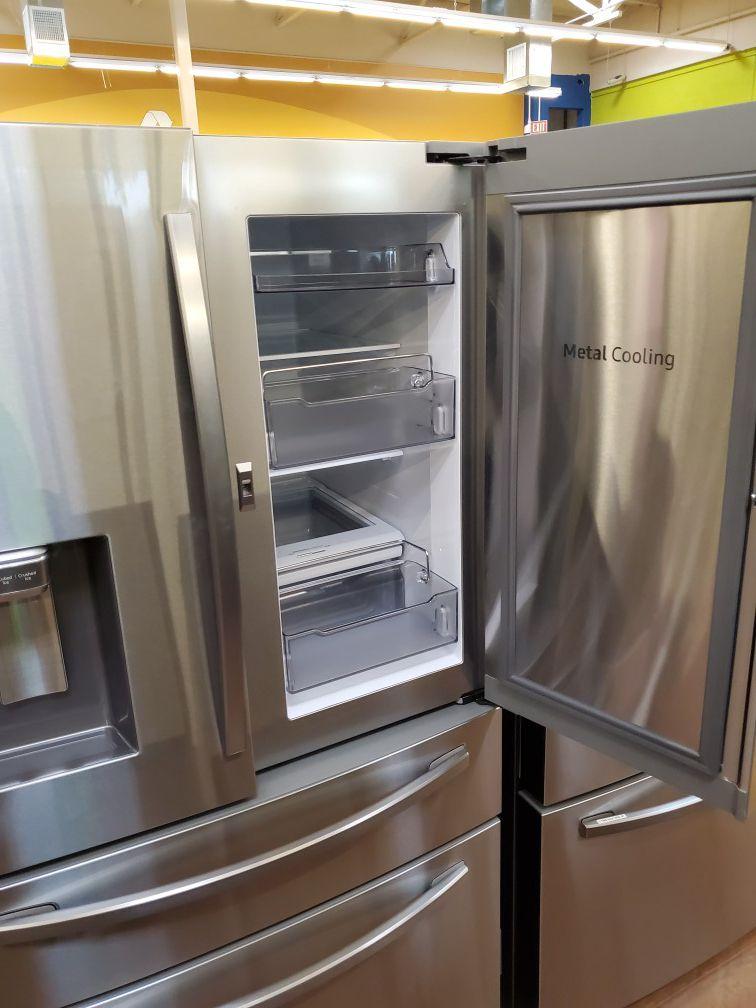 Samsung French Door Refrigerator with showcase