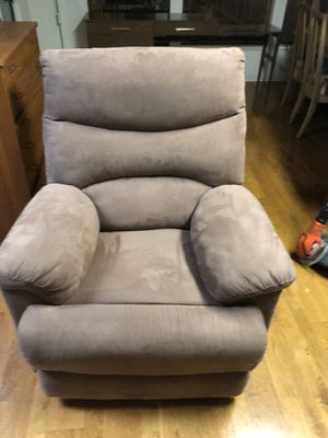 Massage, vibrating, he did a recliner chair for Sale in Bellevue, WA