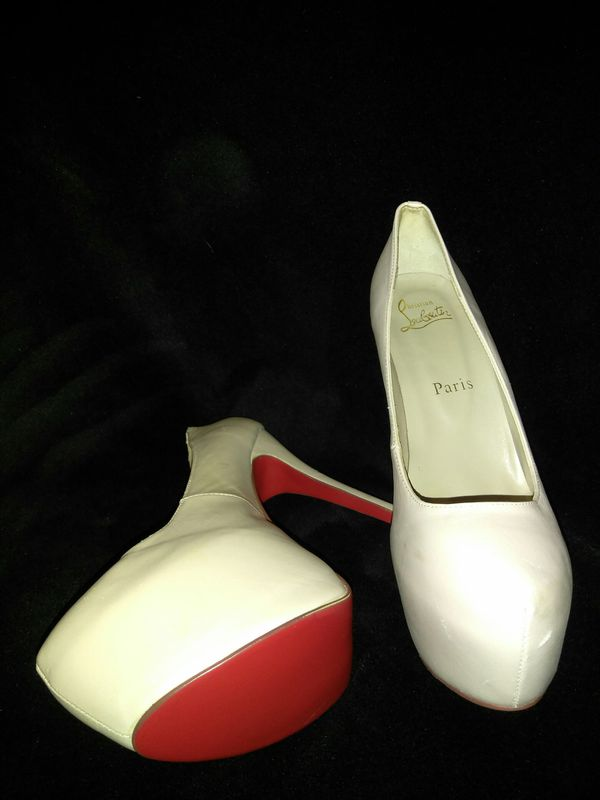 8b280ad190a9 Christian Louboutin Paris Tan Red Bottoms for Sale in Sandy Springs ...