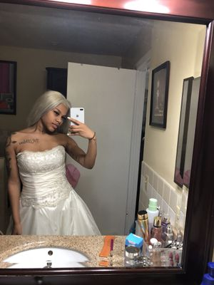 Alfred Angelo wedding dress tiara and vail included! for Sale in Miami, FL