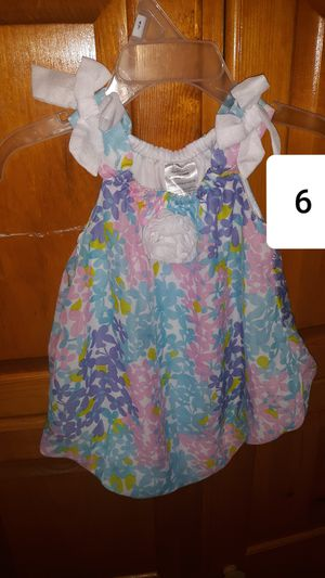 Photo BUNDLE OF BABY GIRL CLOTHES, SIZE 6 MOS.