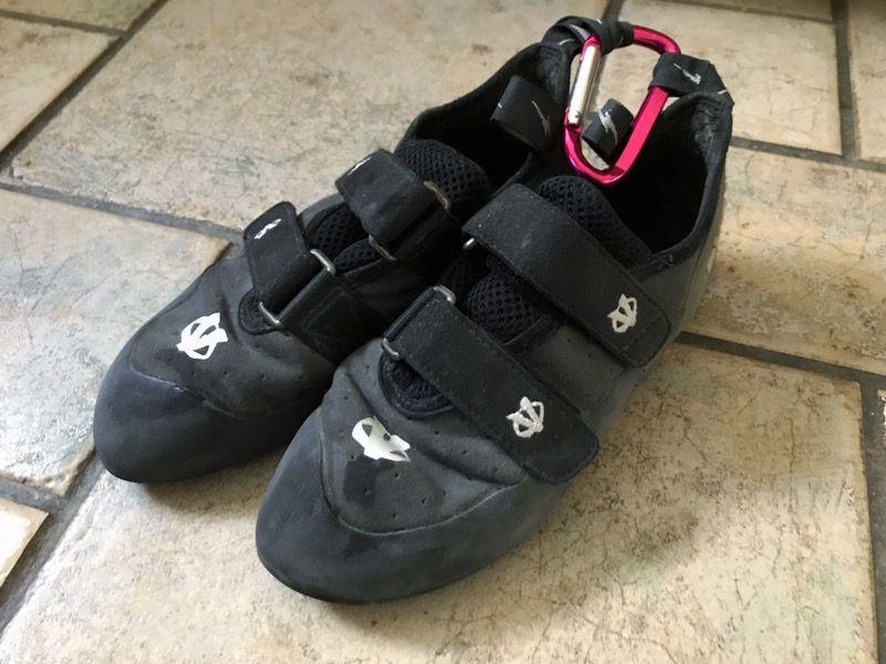 Rock climbing shoes - size 8