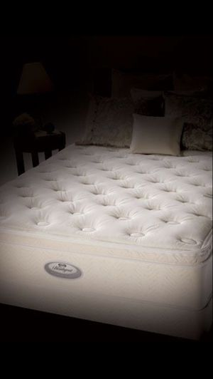 Displayed King Beautyrest Pillowtop Mattress and Boxspring-Never Slept On! for Sale in West Jordan, UT