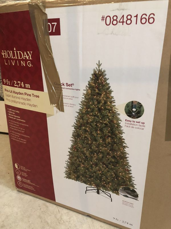 Holiday Living Christmas Tree.Holiday Living 9ft Pre Lit Hayden Pine Tree For Sale In Lumberton Nj Offerup