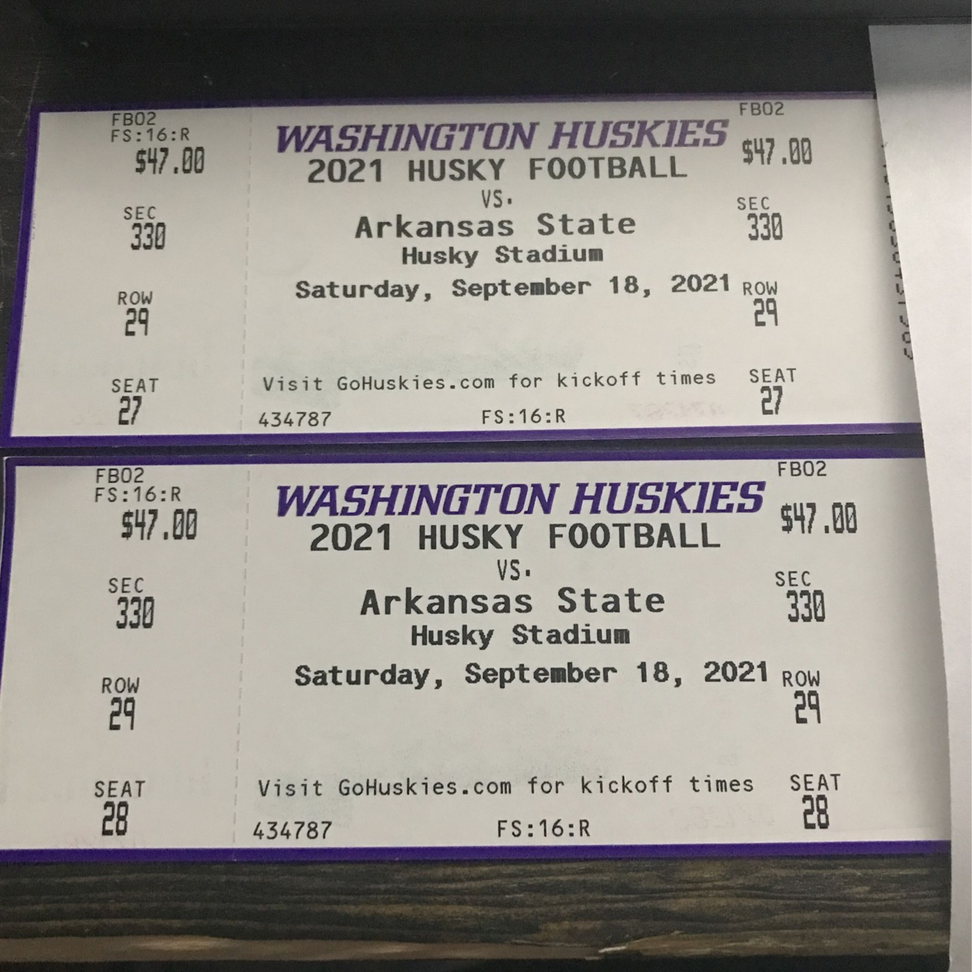 UW Husky Football Tickets / Non-electronic
