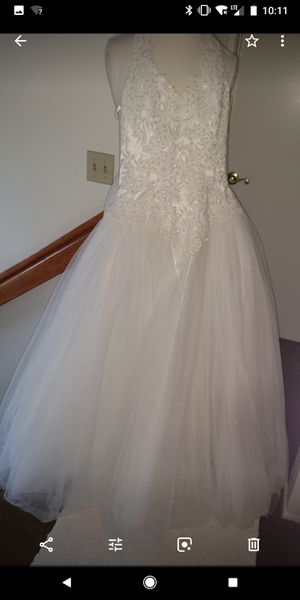 Strapless white wedding dress. Brand New size 10. By David Bridal for Sale in Upland, CA