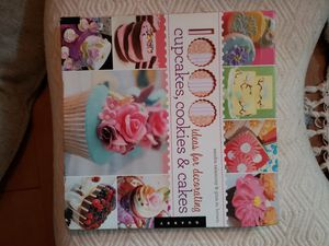 Cake decorating book, almost new for Sale in Laveen Village, AZ