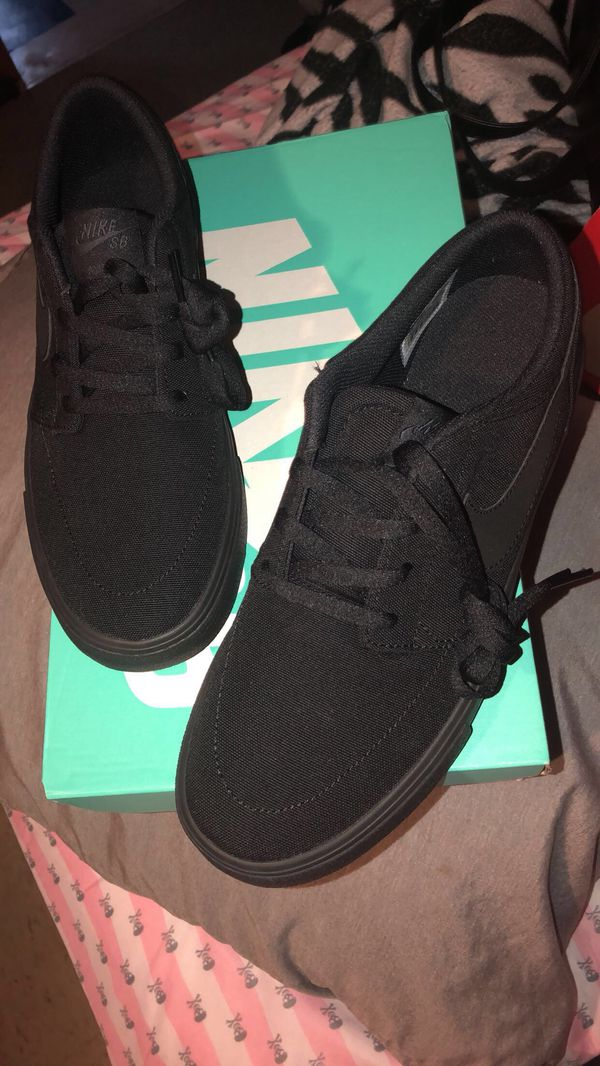 lowest price 44899 118e9 Womens roshe 2 (Clothing  Shoes) in Chicago, IL - OfferUp