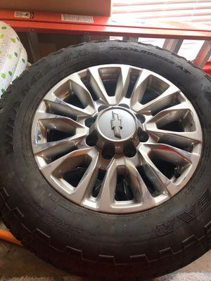 Photo Chevy Silverado rims and tire