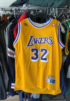 reputable site 0f90e ba952 Los Angeles Lakers Magic Johnson #32 Jersey L for Sale in West Covina, CA -  OfferUp