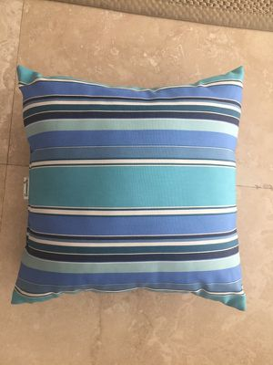 Set of 4 original sunbrella fabric outdoor cushions for Sale in Miami, FL