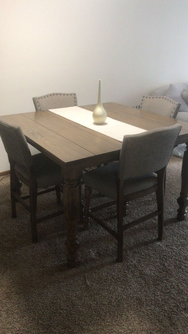 Beautiful Solid Wood Table With 5 Chairs For Sale In Eden Prairie Mn