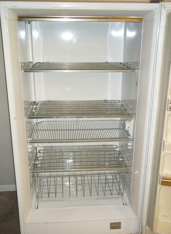 Pick And Pull Tacoma >> Montgomery Ward Signature Deluxe Upright Freezer, 16.1 cu ft. Delivered. for Sale in Tacoma, WA ...