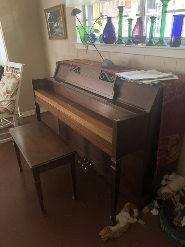 Hobart M Cable Piano In Great Condition For Sale In