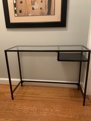 Small computer desk great for small spaces! Like new for Sale in Alexandria, VA