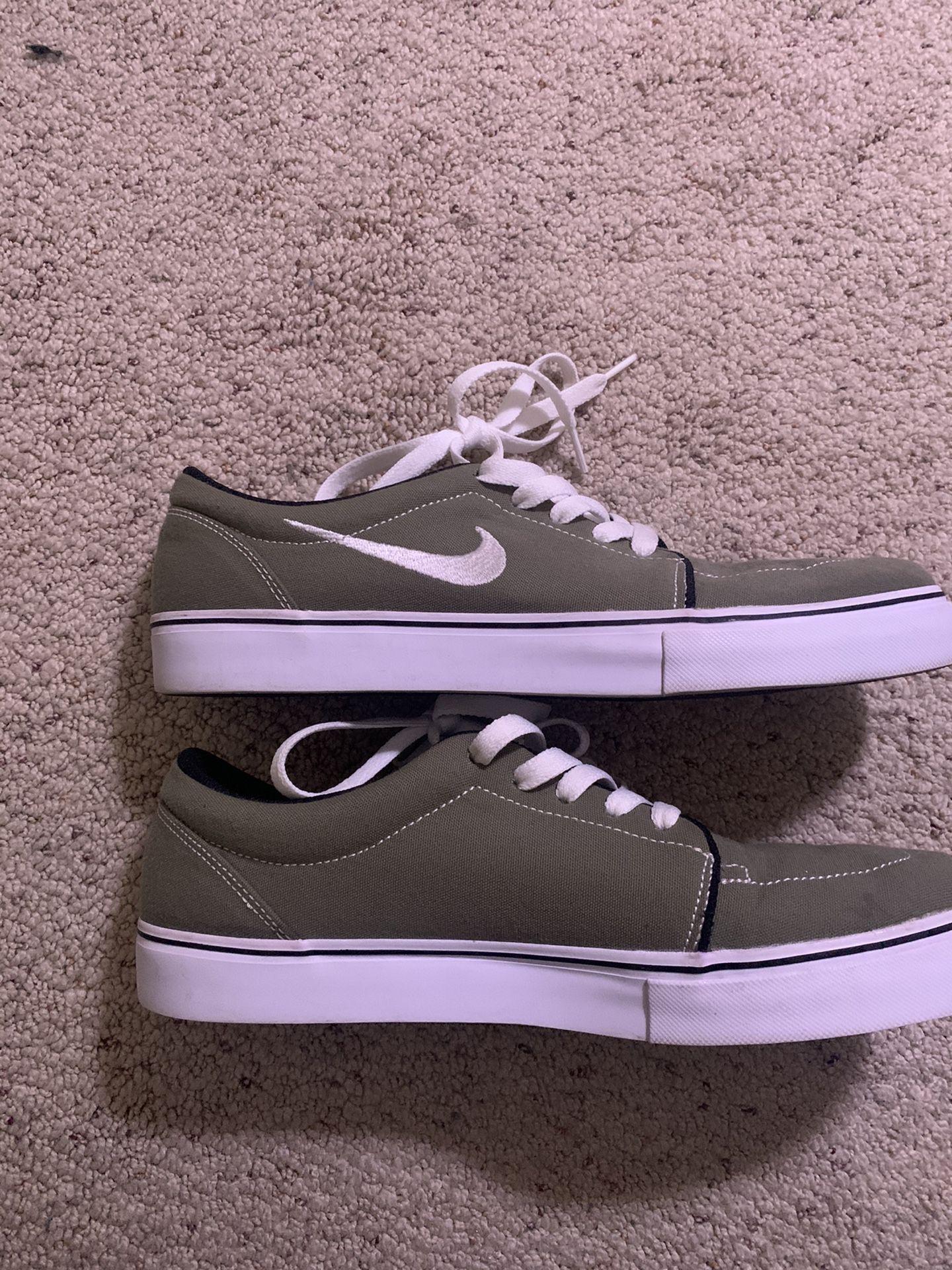 Nike SBs Green