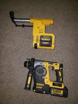Rotary hammer drill dewalt 20 volt con vaccum pero el vaccum nesesita filtro nuevo for Sale in Springfield, VA