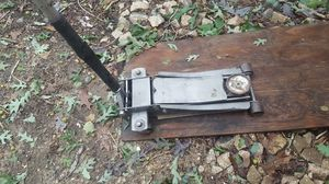 Floor jack $70 in good conditions for Sale in Raleigh, NC
