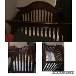 Photo Baby crib with mattress