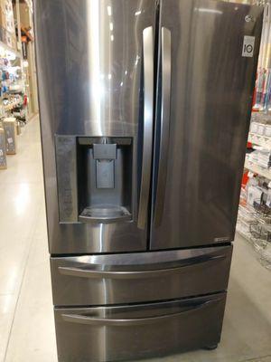 Refrigerator please read for Sale in Millersville, MD