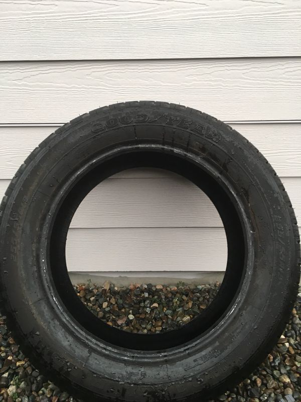 1 excellent condition Goodyear Wrangler HP tire about 85 % left 259e46b00