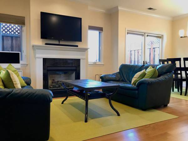 Just Reduced Dark Green Leather Sofa Set From Scandinavian Designs For Sale In West Menlo Park Ca Offerup