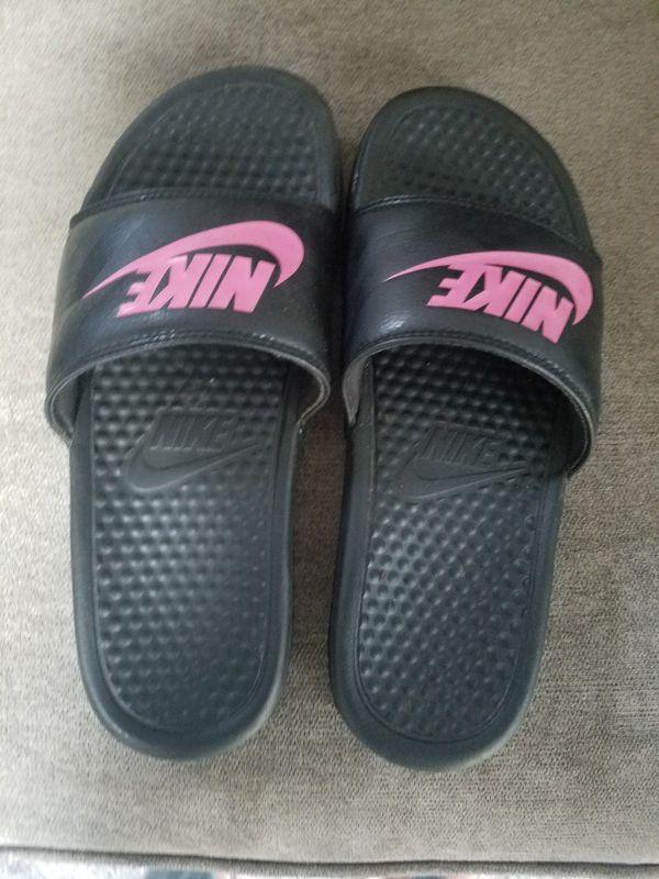 fe8c84641818 Nike women s slides size 7 for Sale in Kent