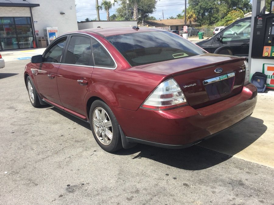 2009 ford sedan (smooth clean and fast)