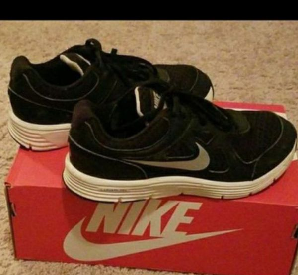 03252d0ce6b9 Nike Shoes- Size 2.5Y (Sports   Outdoors) in Simpsonville
