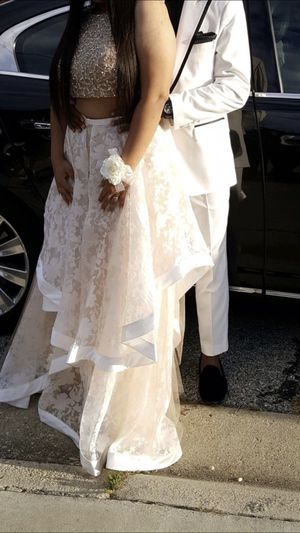 Dave and bridals skirt set size 16, skirt white, top Dark beige with decorative Beads for Sale in Washington, DC