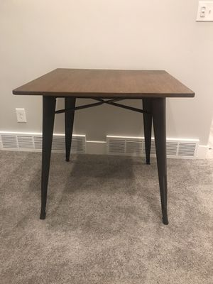 Photo New Small Rustic Farmhouse/Industrial Dining Table