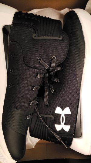 Under armour sneakers for Sale in Fort Washington, MD