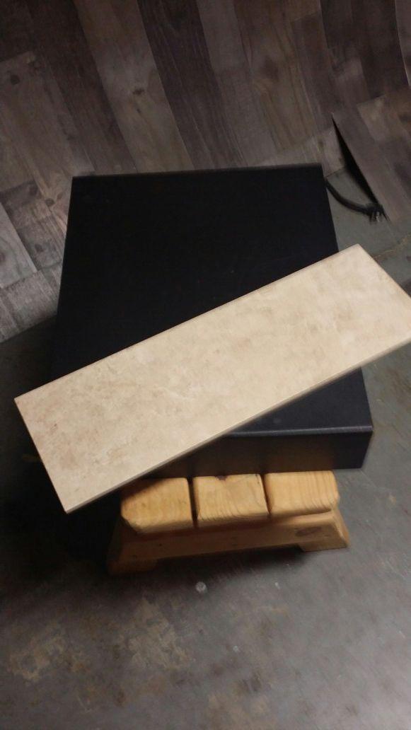 Floor/wall tile