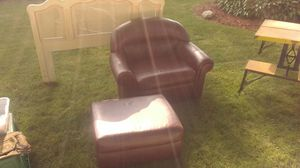 Matching arm chair and ottoman for Sale in Redford Charter Township, MI