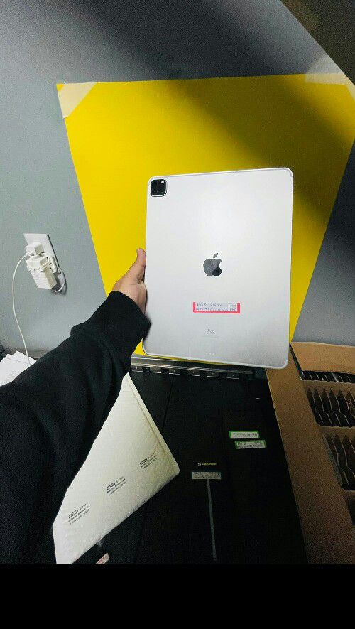 iPad Pro 4th Gen 128gb Wifi and Cellular 12.9inch Huge Screen (Finance for $80 down , Take home today ) 90 days No Interest $1099