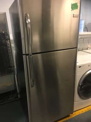 Frigidaire stainless steel top and bottom for Sale in Las Vegas, NV