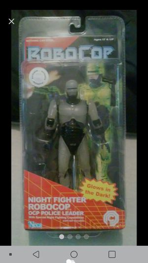 Photo NECA Toys r us Exclusive Glow in the Dark Robocop