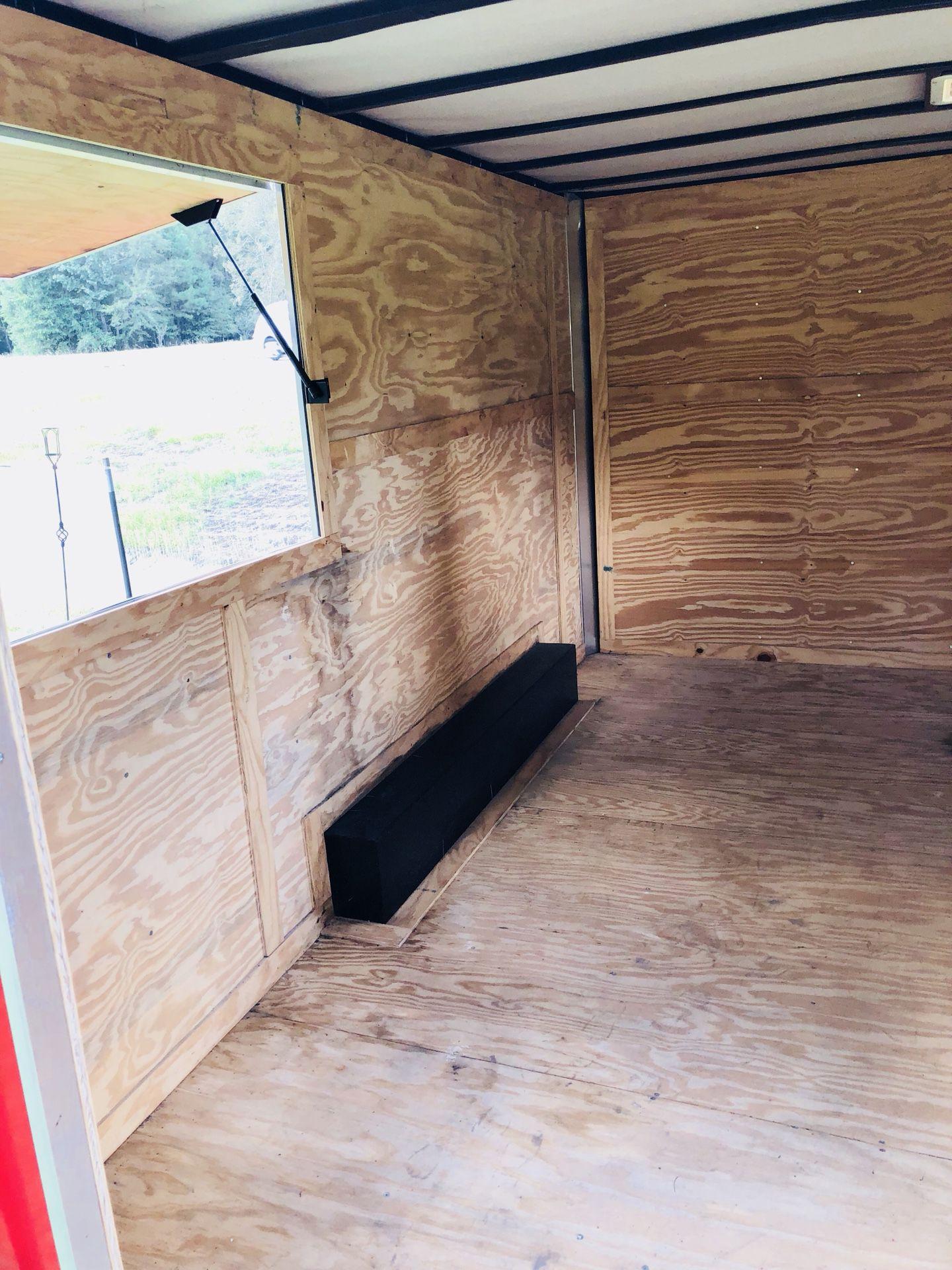 2013 Husky cargo concession trailer