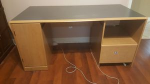 Free Desk /computer table FREE**** must pick up today for Sale in Orlando, FL
