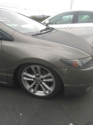 Photo Honda Civic SI Rims with Low Profile Tires.