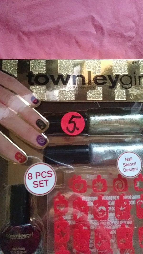 8 piece Townley girl Nail set. 4 Oval nail polishes, 2 nail art ...