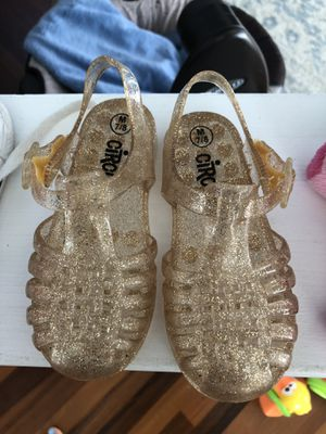 Gold sparkle jelly shoes size 7/8 for Sale in Saint Petersburg, FL