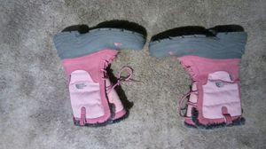 Womens north face brand snow boots,fits 6/6.5/ 7 size foot for Sale in Arlington, VA