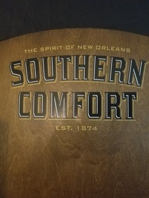 Photo Southern Comfort Wooden Rack Shelves Brand New in Original Box
