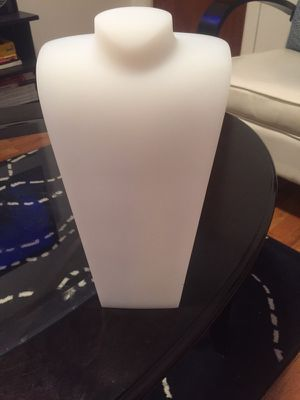 4 BRAND NEW White necklace stands for Sale in New York, NY