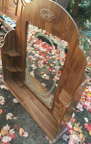 Dresser comes with mirror for Sale in Federal Way, WA
