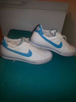 Women's Nike shoes sz 9 for Sale in Mount Rainier, MD
